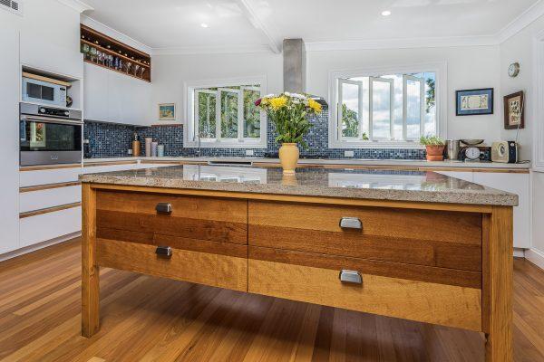 glass mosaic kitchen splashback
